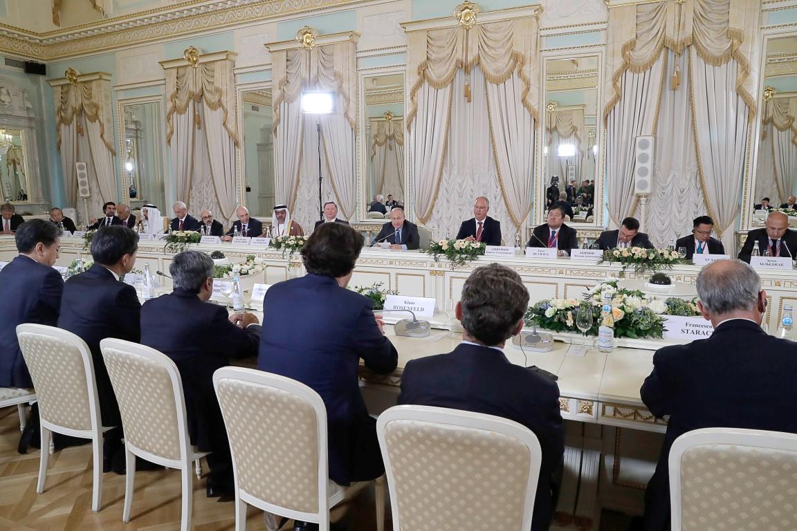 حامد بن زايد يشارك في المنتدى الاقتصادي الدولي بسان بطرسبورغ