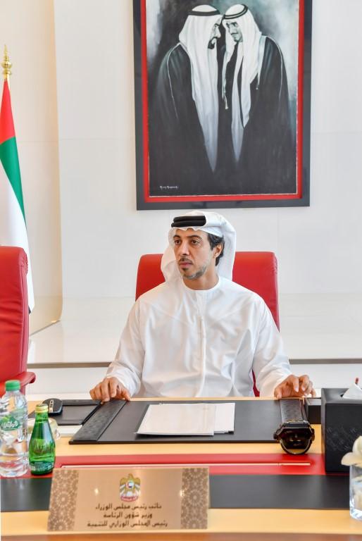 منصور بن زايد : المعلم محور عملية التعليم وتمكينه أولوية لتطوير المنظومة التعليمية في الدولة