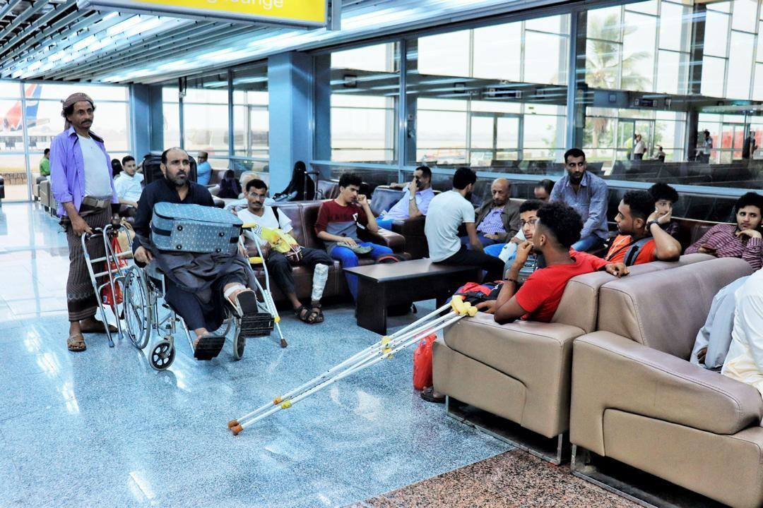 31 جريحا يمنيا يغادرون عدن لتلقي العلاج في الهند على نفقة الإمارات