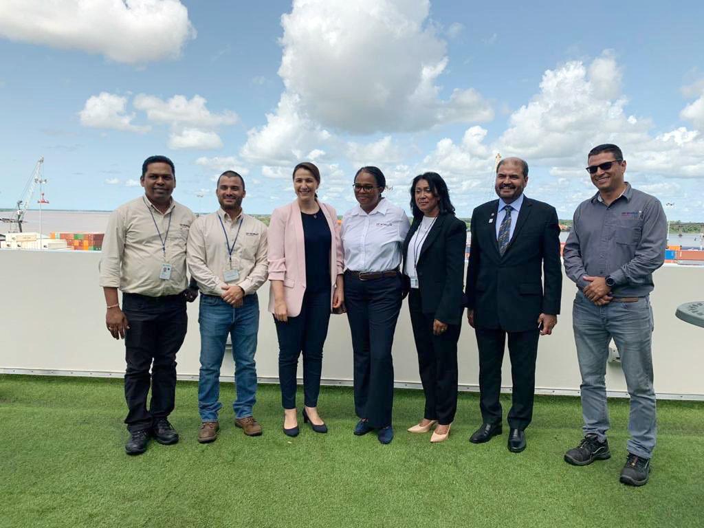 الإمارات وسورينام تتفقان على إطار عمل مشترك لتعزيز إنشاء ممر تجاري للأمن الغذائي بين البلدين