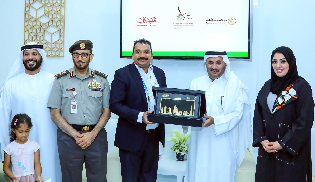 """""""أراضي دبي"""" تمنح الإقامة الذهبية لـ """" 20 """" مستثمرا"""