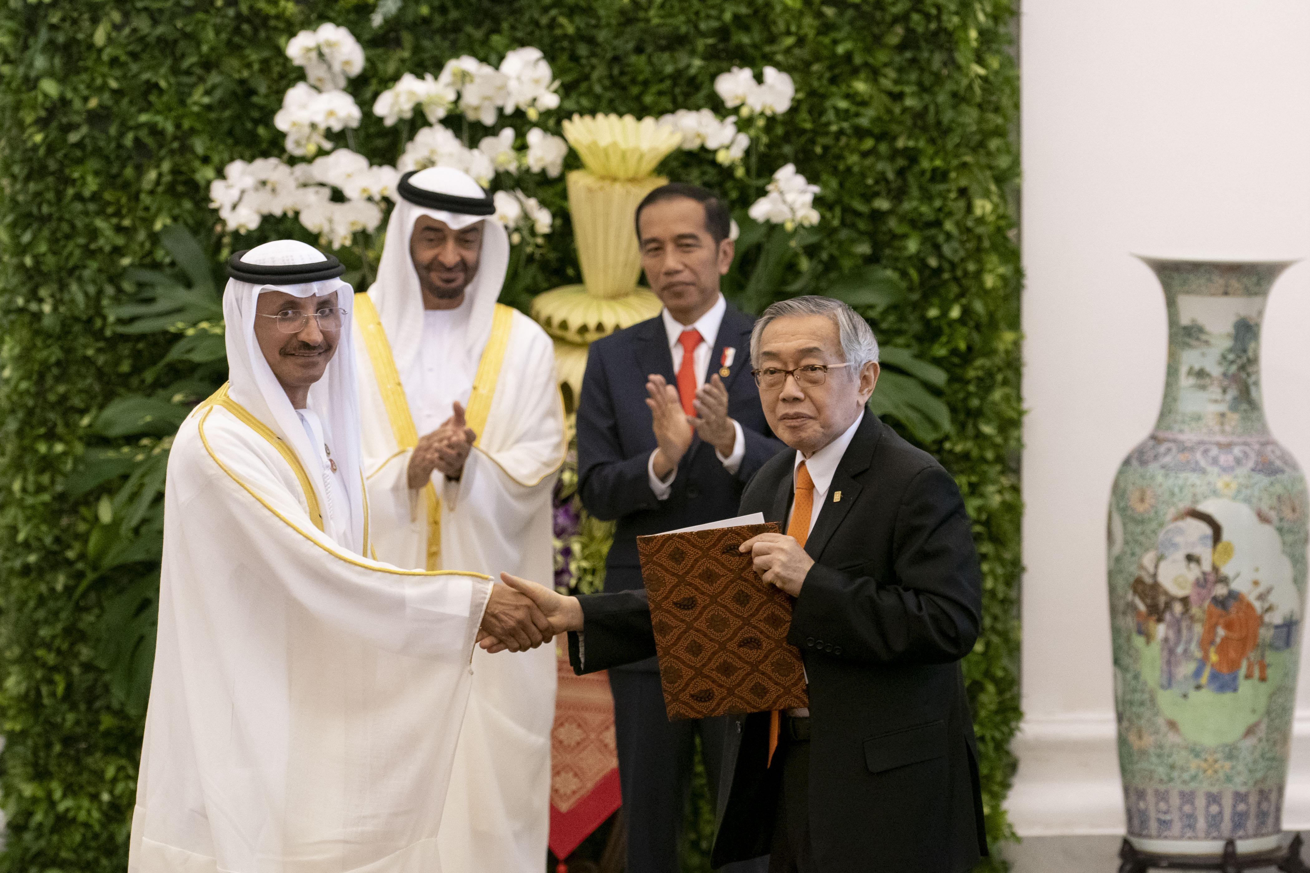 محمد بن زايد والرئيس الأندونيسي يشهدان مراسم تبادل اتفاقيات ومذكرات تفاهم بين البلدين