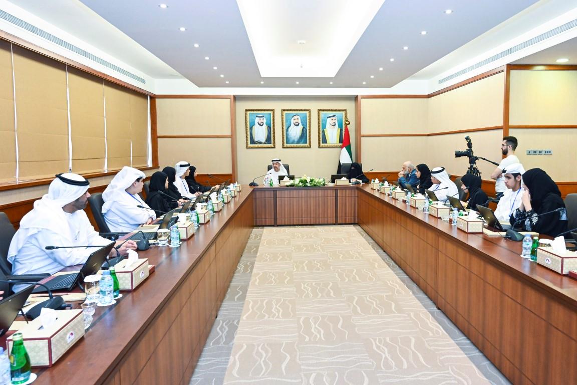 أمل القبيسي تلتقي أعضاء المجلس الاستشاري للأطفال