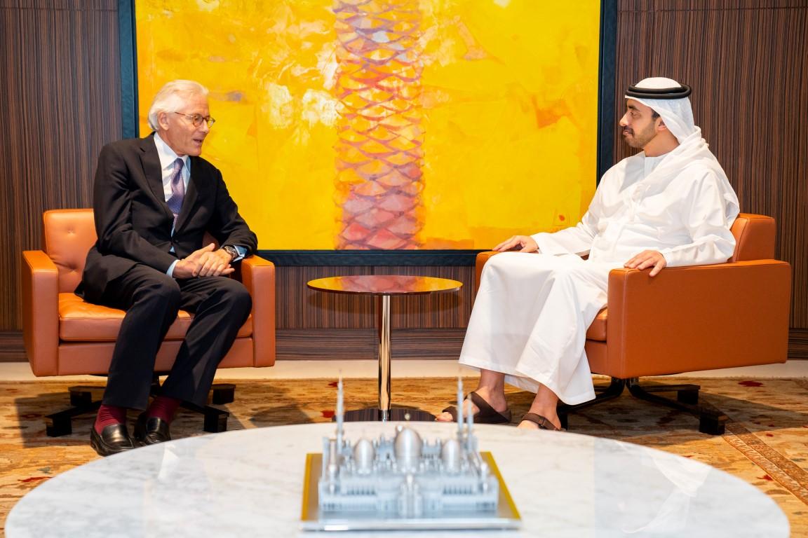رئيس الدولة يمنح سفير الاتحاد الأوروبي وسام الاستقلال من الطبقة الأولى