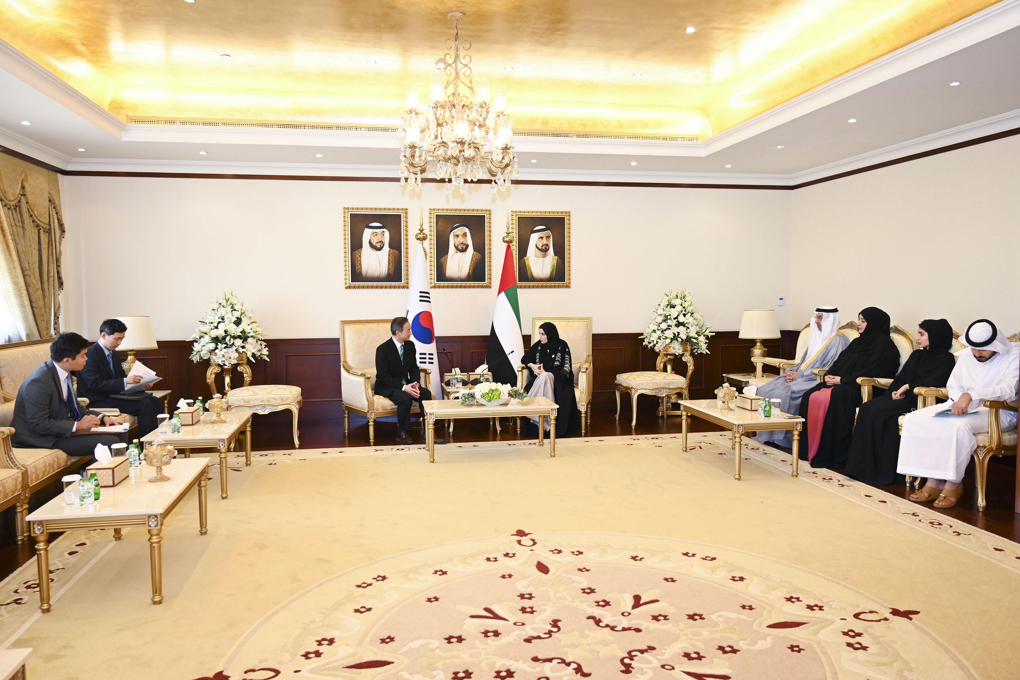 أمل القبيسي تبحث مع سفير كوريا الجنوبية تعزيزعلاقات التعاون البرلمانية