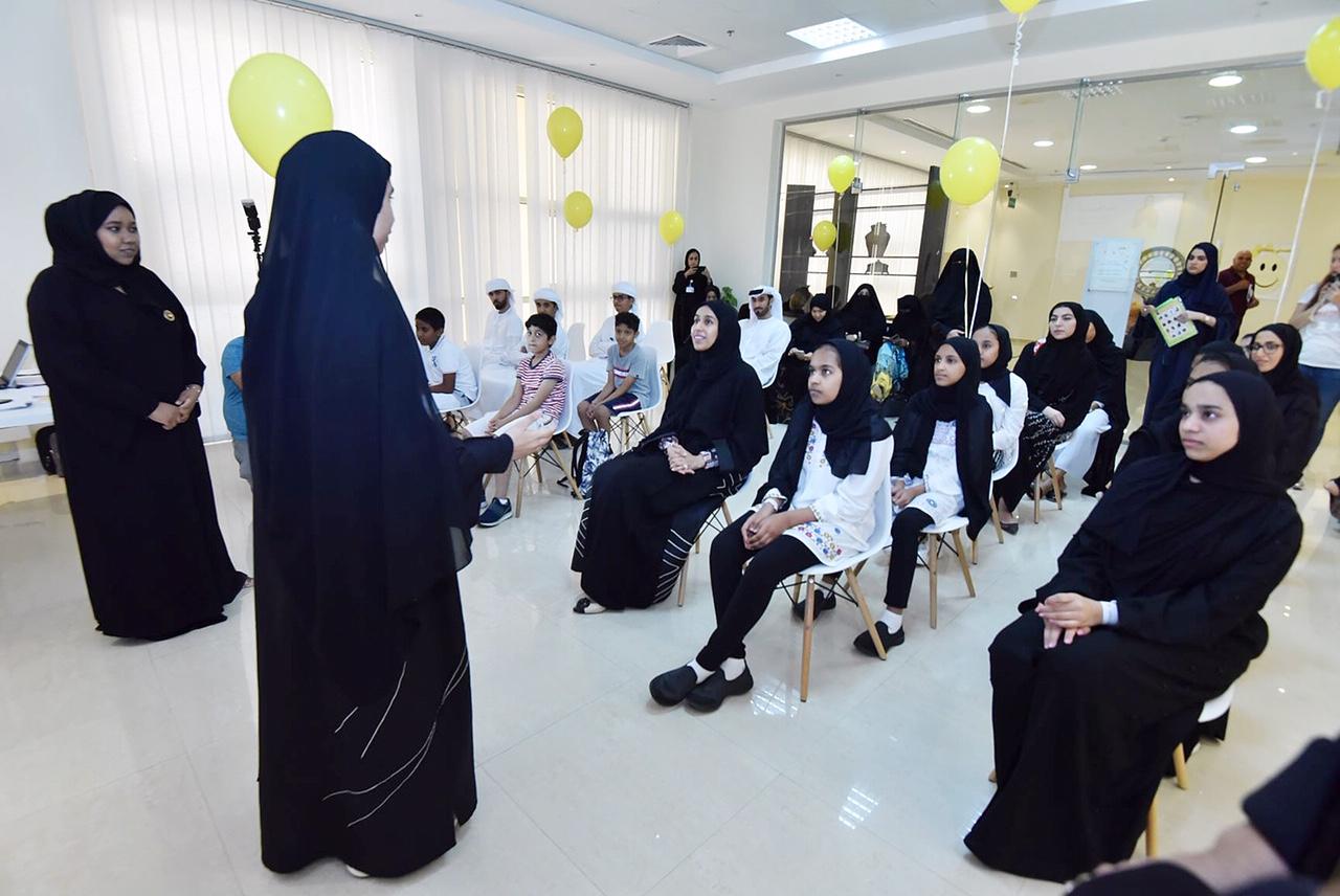حصة بوحميد تشهد فعاليات البرنامج الصيفي بمركز التنمية الاجتماعية في ام القيوين
