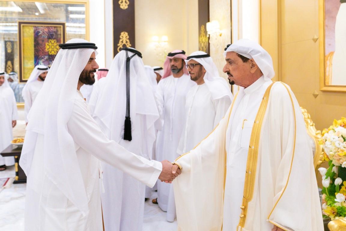 حاكم عجمان وولي عهده يواصلان تقبل التهاني بعيد الأضحى المبارك