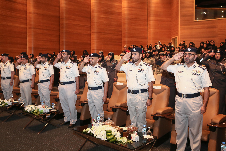 شرطة أبوظبي تحتفي بيوم المرأة الإماراتية