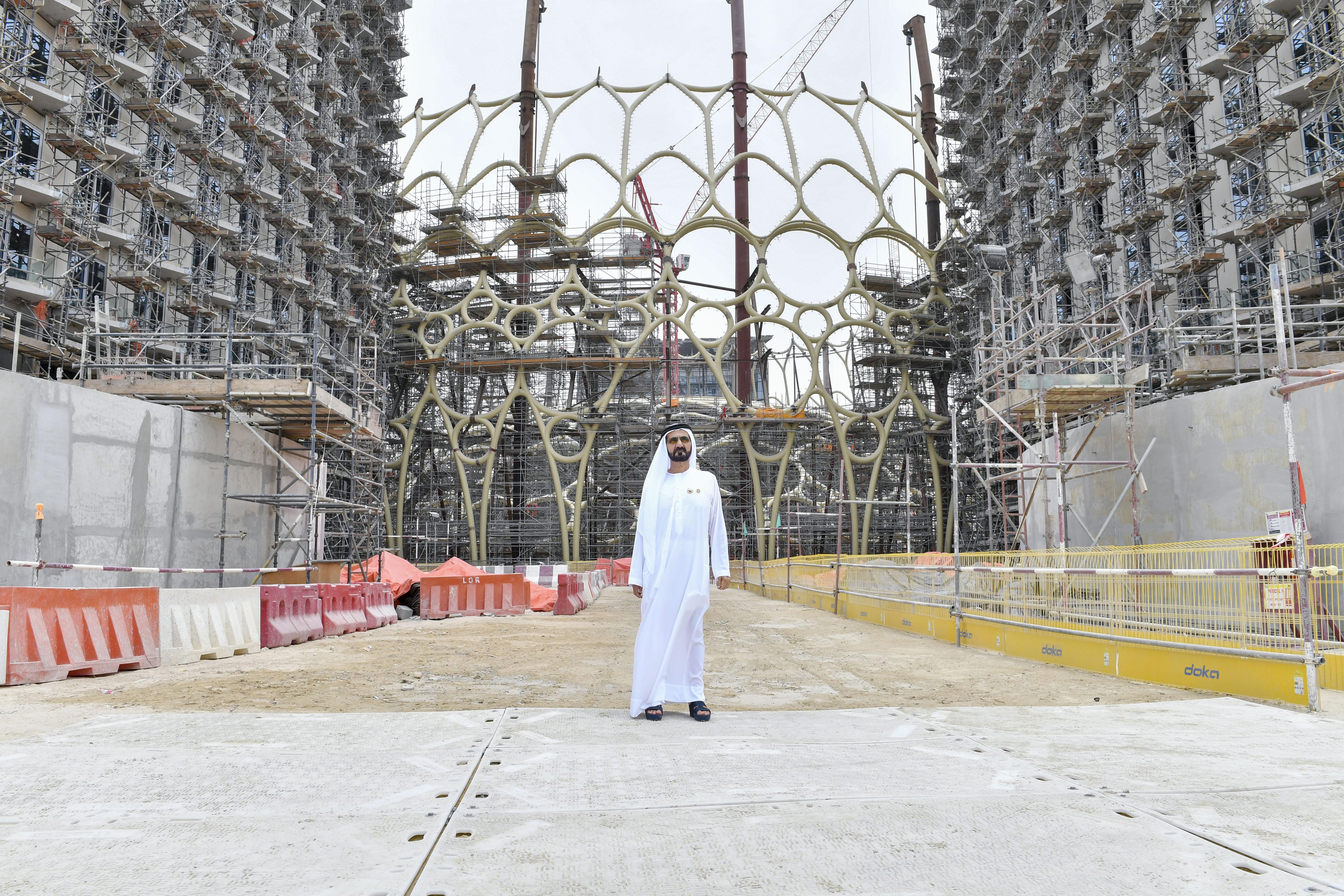 محمد بن راشد يتفقد مشاريع البنية التحتية  ل
