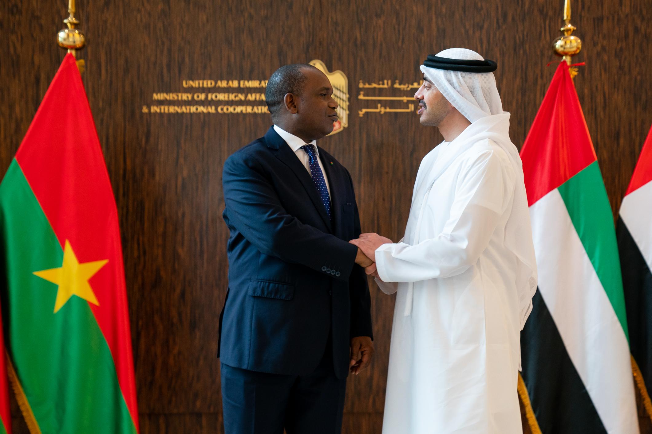 عبدالله بن زايد يستقبل وزير خارجية بوركينا فاسو