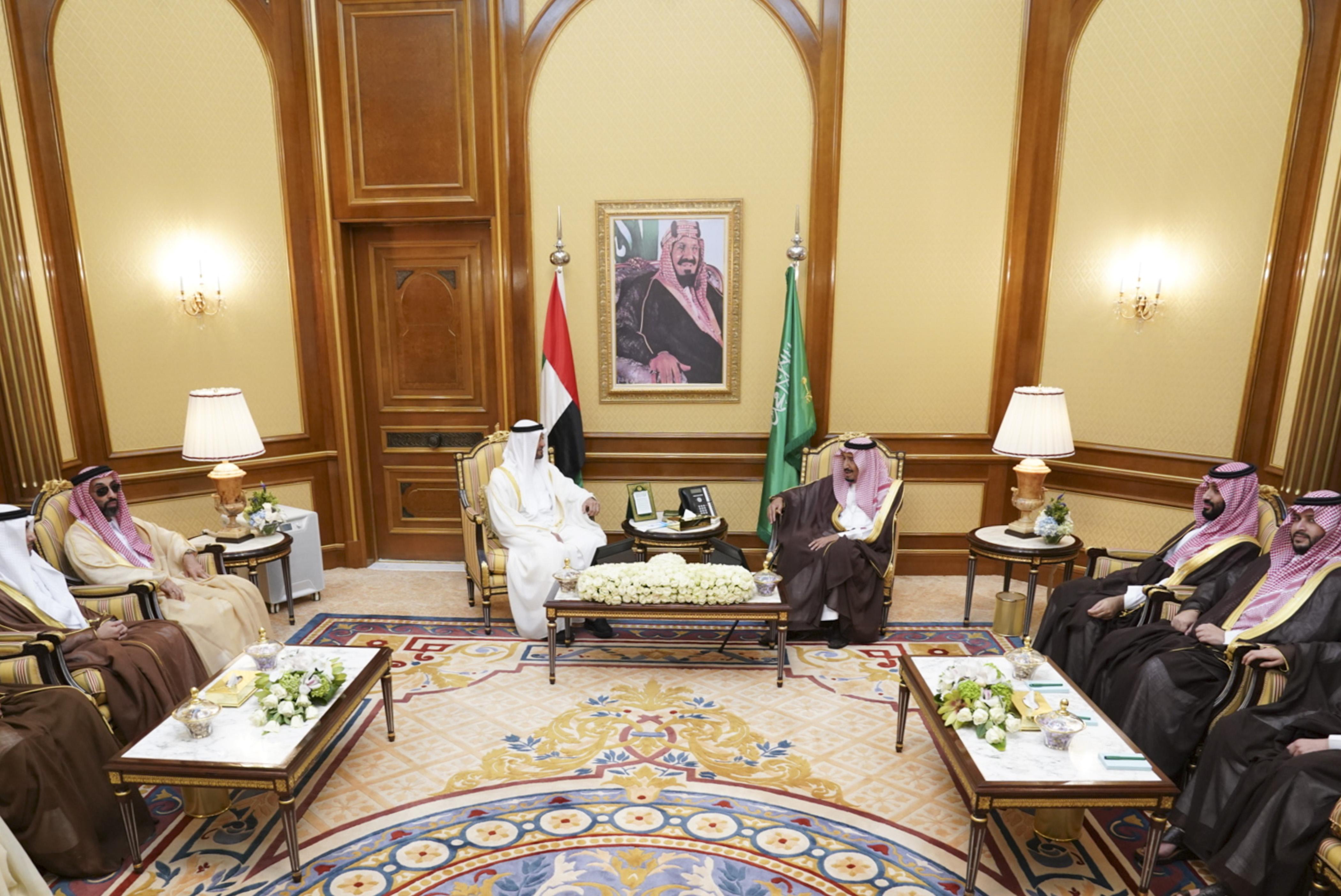 خادم الحرمين ومحمد بن زايد يبحثان تعزيز العلاقات الأخوية الراسخة وعددا من القضايا الإقليمية والدولية