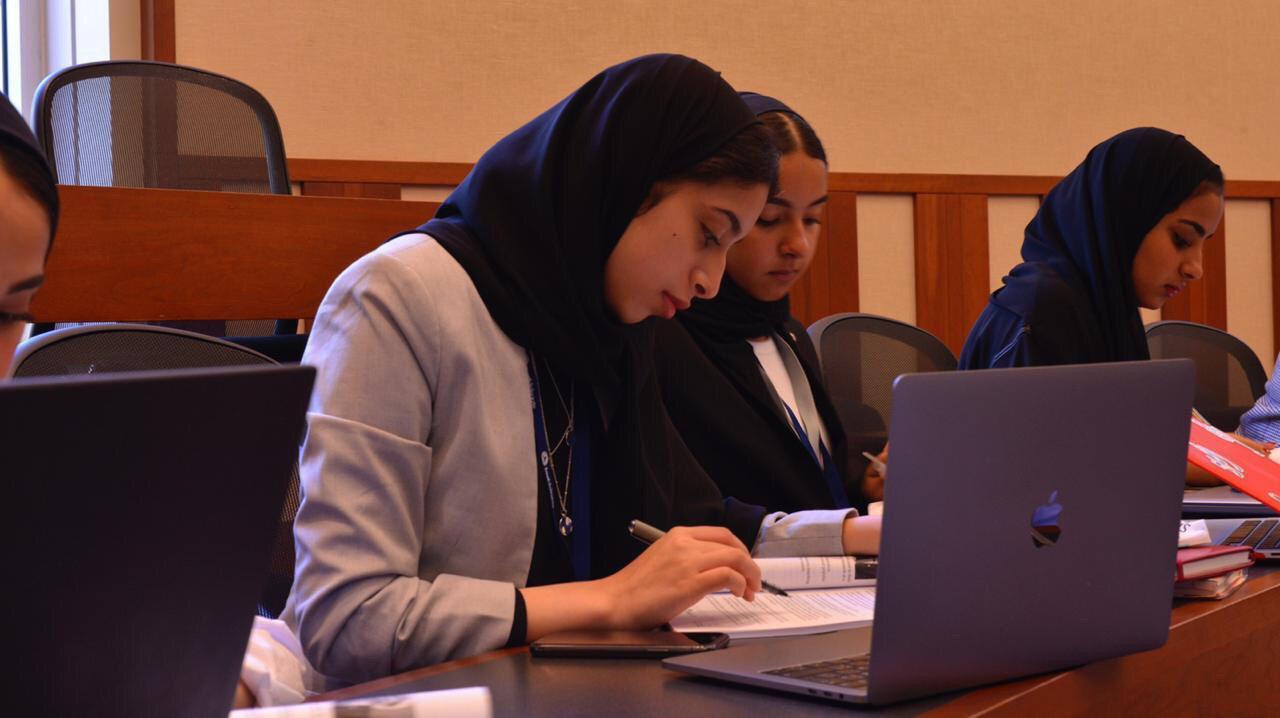 الدبلوماسية في جامعة هارفرد بالولايات المتحدة الأمريكية بهدف خوض غمار العمل الدبلوماسي من خلال برنامج محاكاة الأمم المتحدة