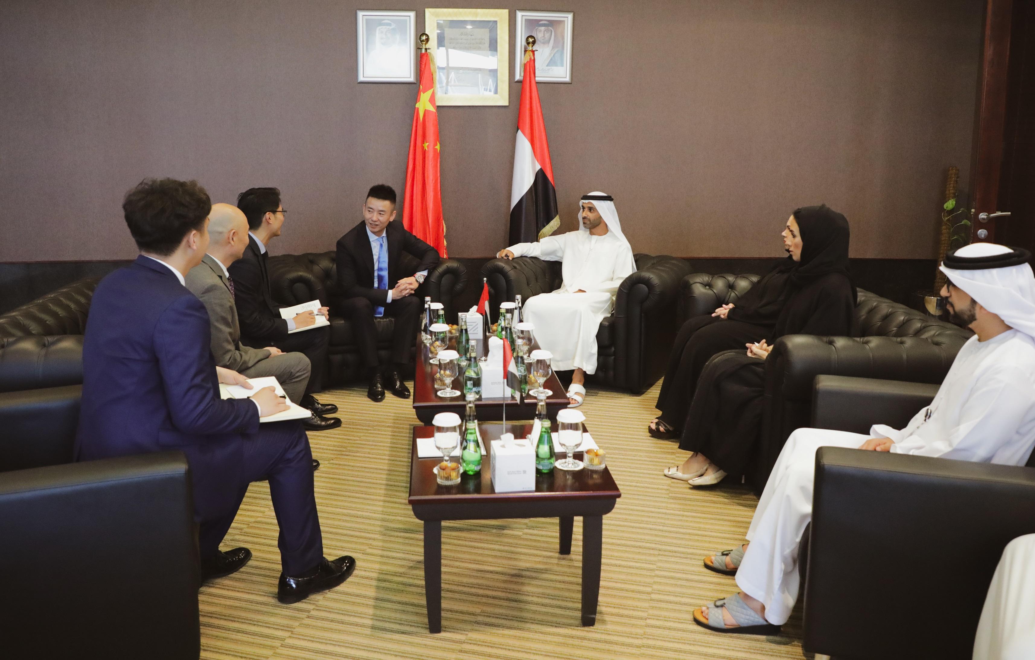 أحمد بن حميد النعيمي يبحث أوجه التعاون مع وفد تجاري صيني