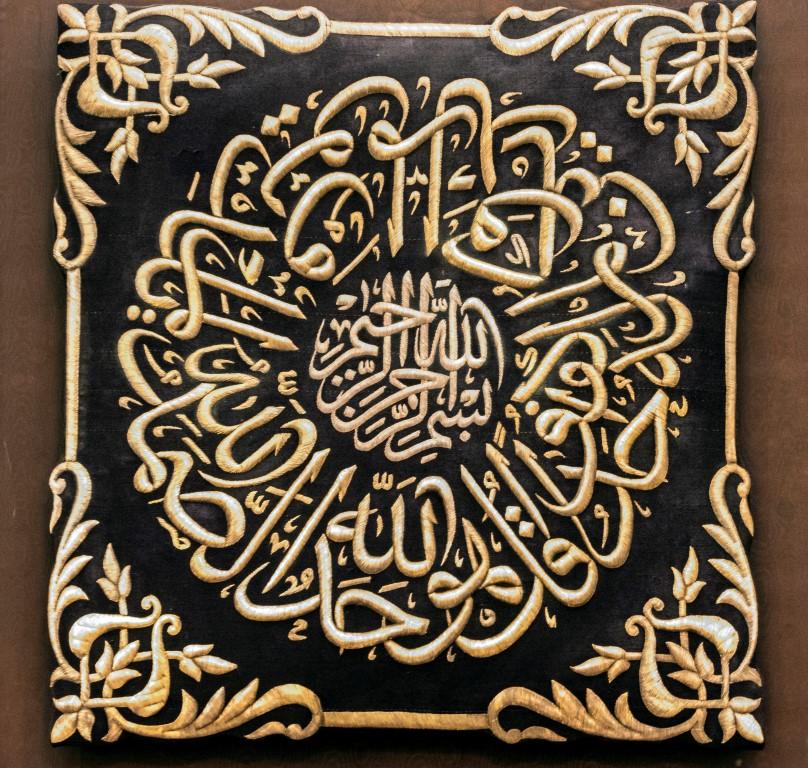 تقرير / كسوة الكعبة المشرفة .. تاريخ من التقليد الإسلامي لكساء أطهر بقعة فى العالم