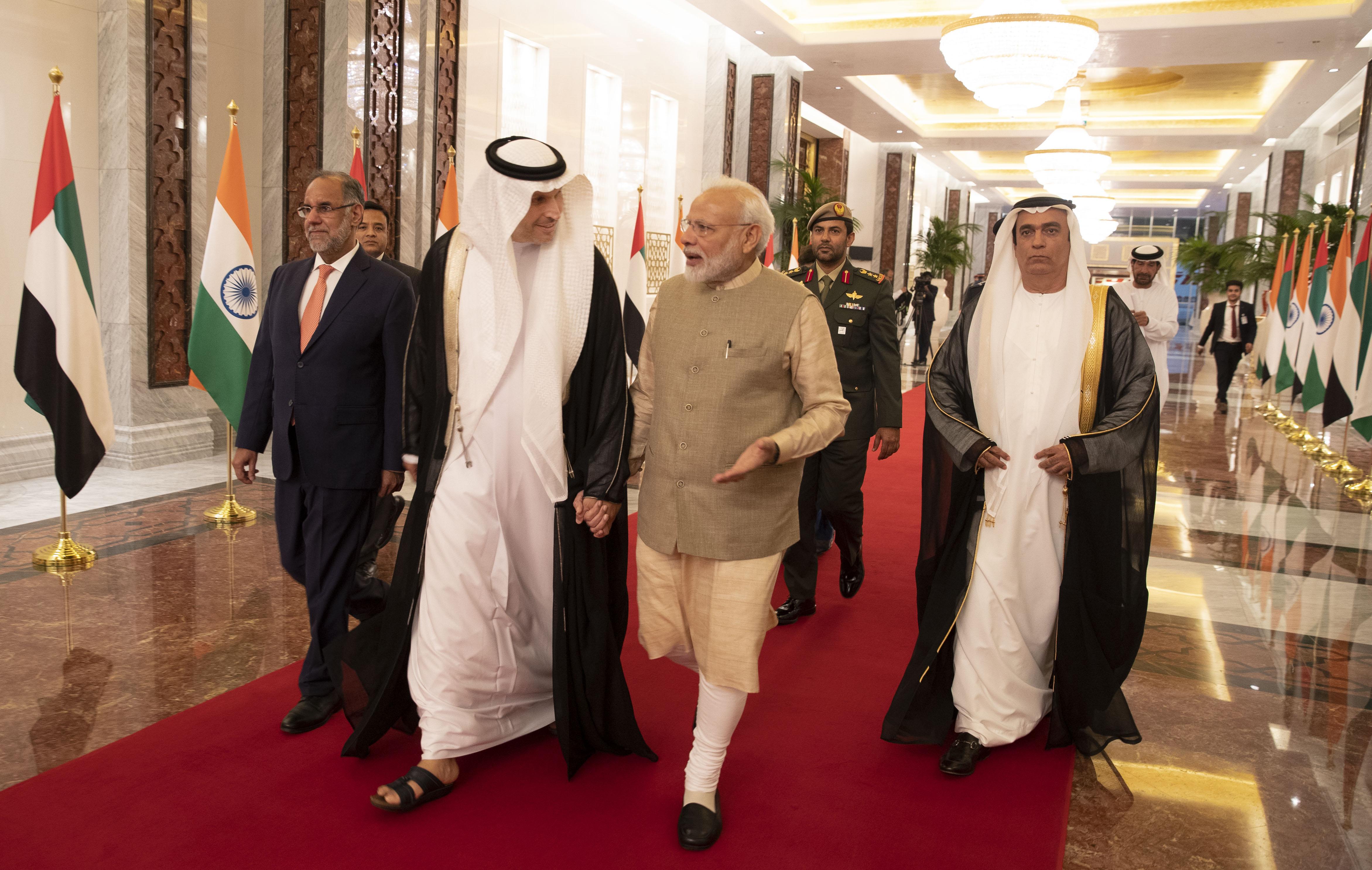 رئيس وزراء الهند يصل إلى البلاد