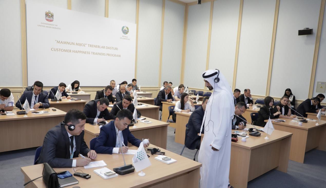حكومة الإمارات تبني قدرات قيادات مراكز سعادة المتعاملين في حكومة أوزبكستان