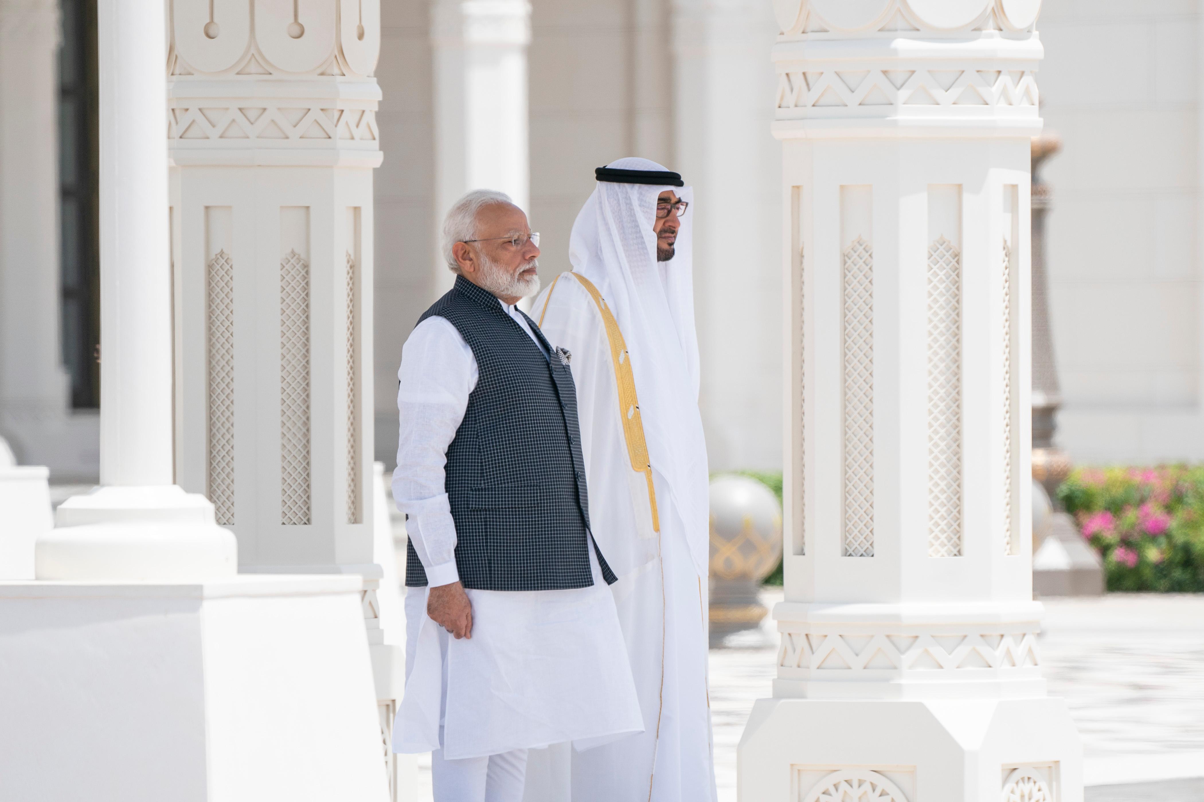 محمد بن زايد يستقبل رئيس وزراء الهند