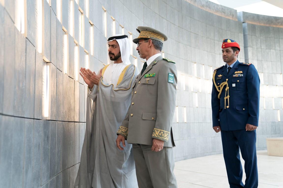 خليفة بن طحنون يلتقي قائد الأركان العامة للجيش الموريتاني في واحة الكرامة