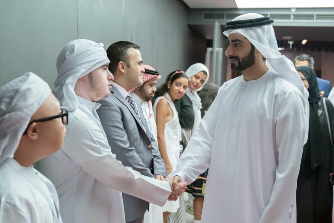سالم القاسمي يشهد ختام قمة المناصرين الذاتيين الأولى
