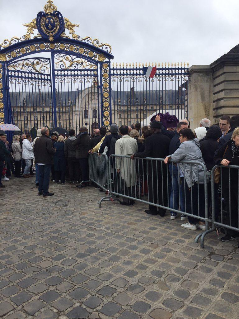"""الفرنسيون يكرمون """"شيراك"""" شعبيا قبيل مراسيم توديعه رسميا"""