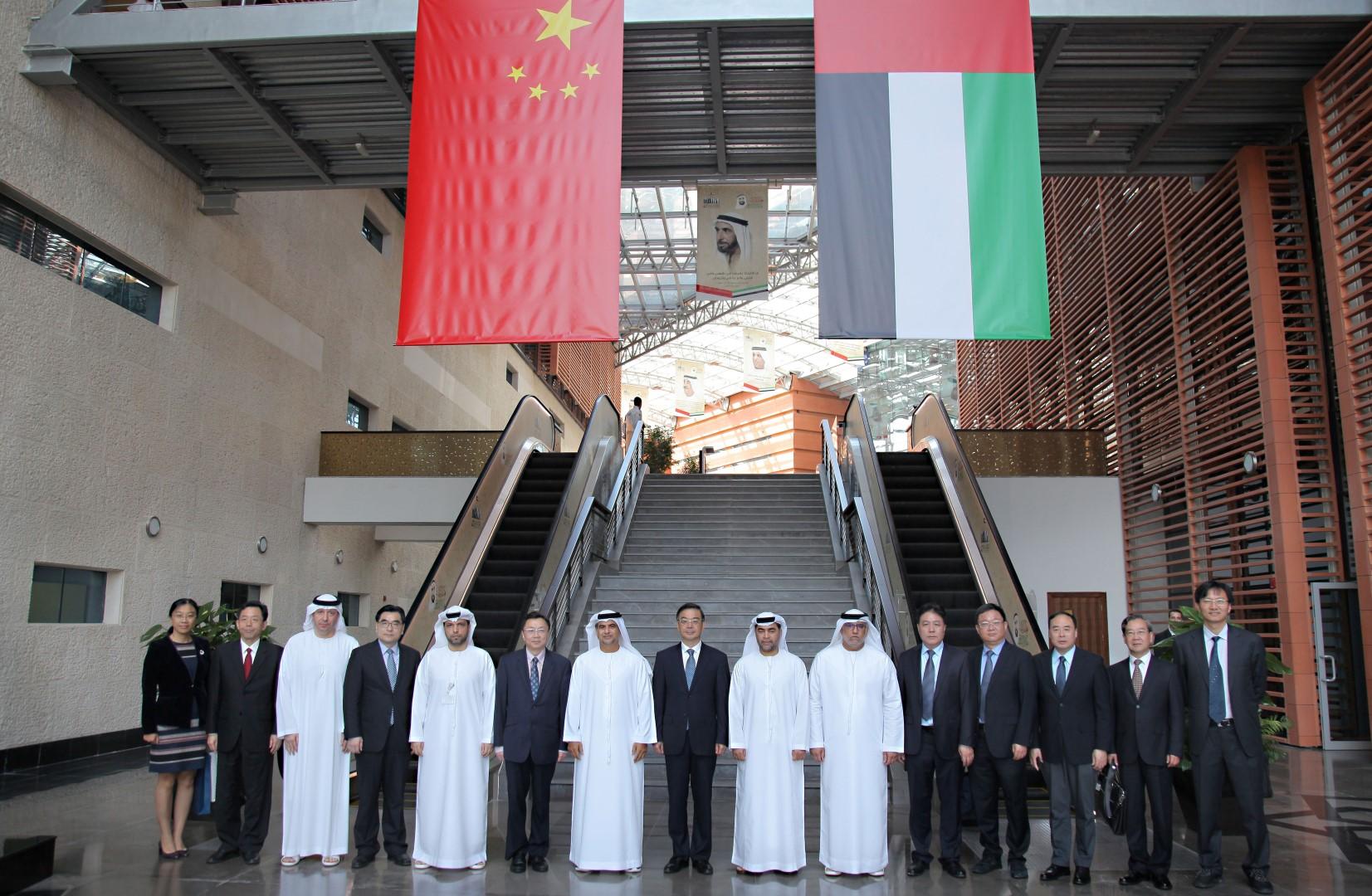 وفد من محكمة الشعب الصينية يطلع على خدمات دائرة القضاء في أبوظبي