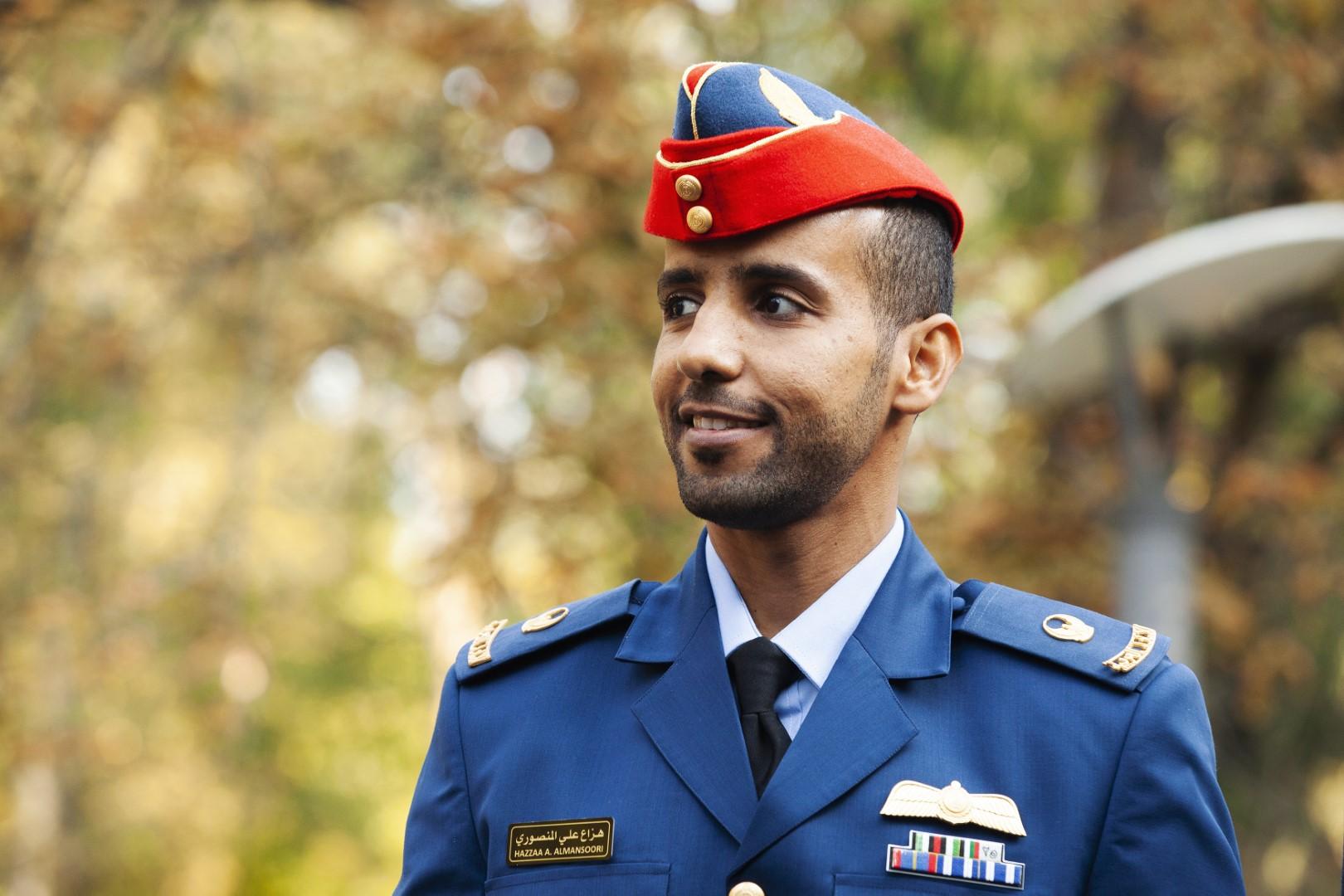 حمدان بن محمد يطمئن هاتفيا على تمام استعدادات رائدي الفضاء الإماراتيين المنصوري والنيادي