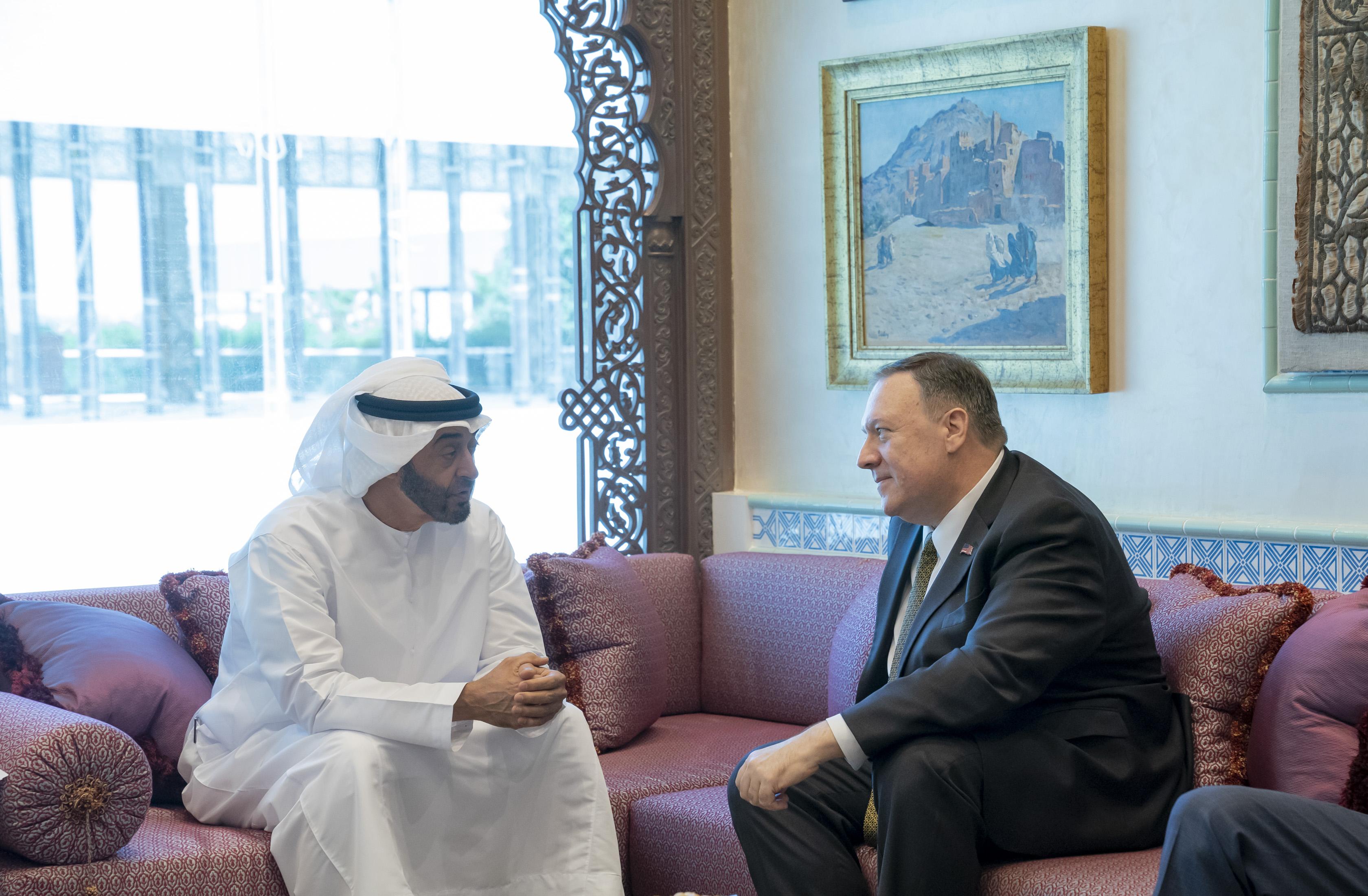 محمد بن زايد و وزير الخارجية الأميركي يبحثان علاقات البلدين و التطورات الإقليمية