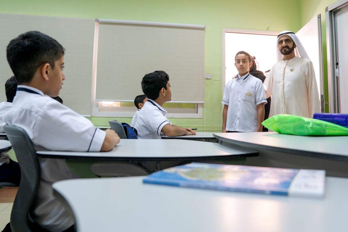 """محمد بن راشد يتفقد عددا من مدارس المنطقة الشرقية ويؤكد أن"""" المستقبل يبدأ من هنا"""""""