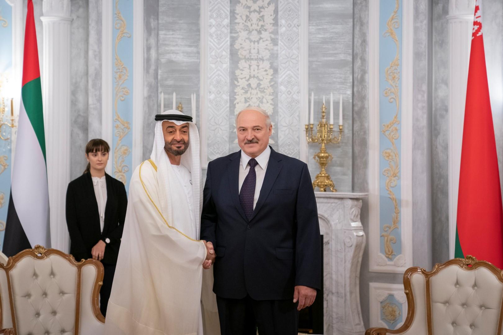 محمد بن زايد يعقد جلسة محادثات مع رئيس بيلاروسيا
