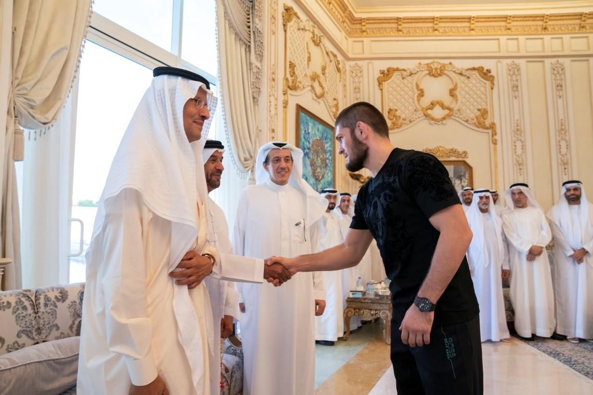 محمد بن زايد يستقبل البطل العالمي حبيب نور محمدوف ويهنئه بفوزه في بطولة أبوظبي