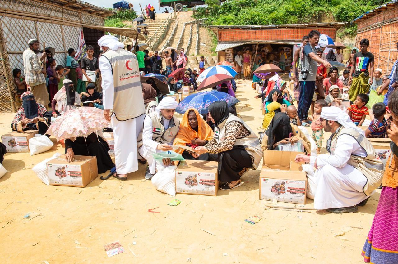 الهلال الأحمر توزع المساعدات الإنسانية والإغاثية على 7 آلاف لاجئ من الروهينجا في بنجلاديش