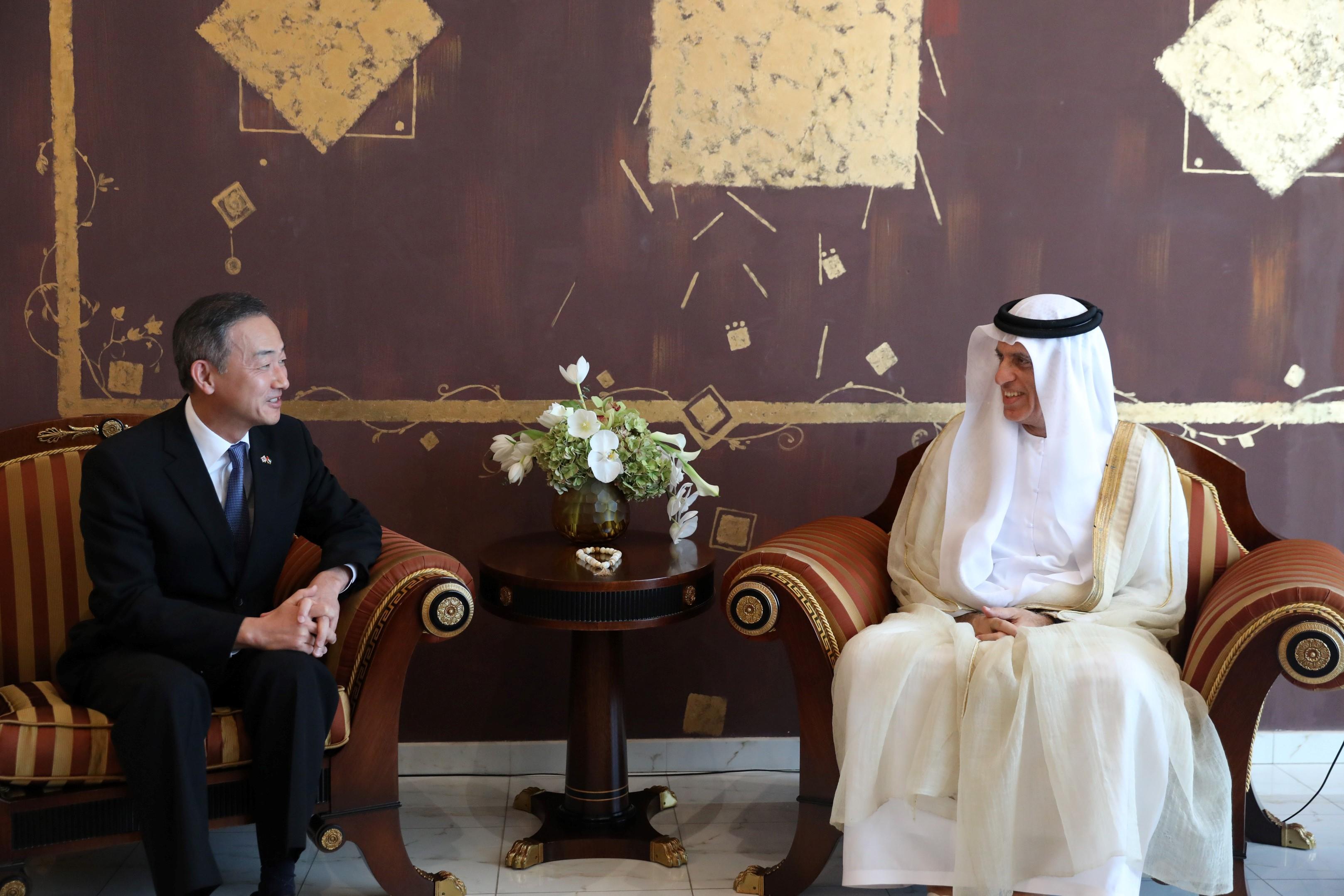 حاكم رأس الخيمة يستقبل السفير الكوري الجنوبي