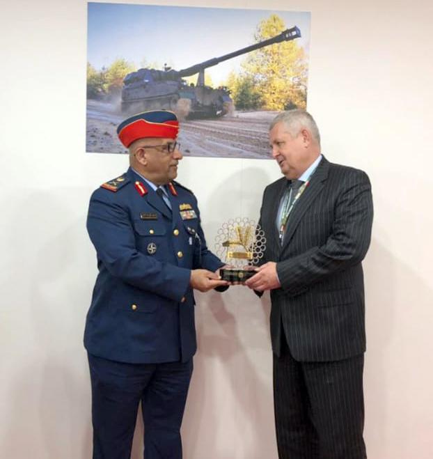 وفد من وزارة الدفاع و القيادة العامة للقوات المسلحة يشارك بمعرض الدفاع البولندي