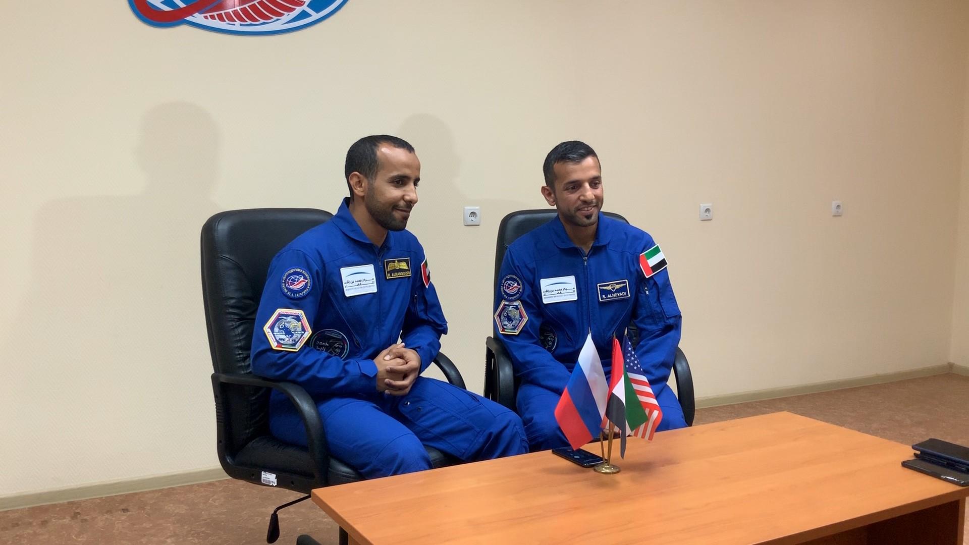 محمد بن زايد يطمئن خلال اتصال هاتفي على استعدادات هزاع المنصوري وسلطان النيادي لاتمام رحلتهما إلى الفضاء