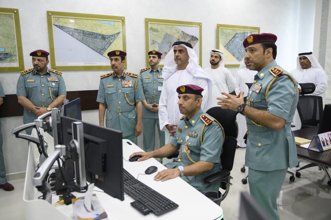 سيف بن زايد يزور مركز خدمات المرور والترخيص بشرطة عجمان