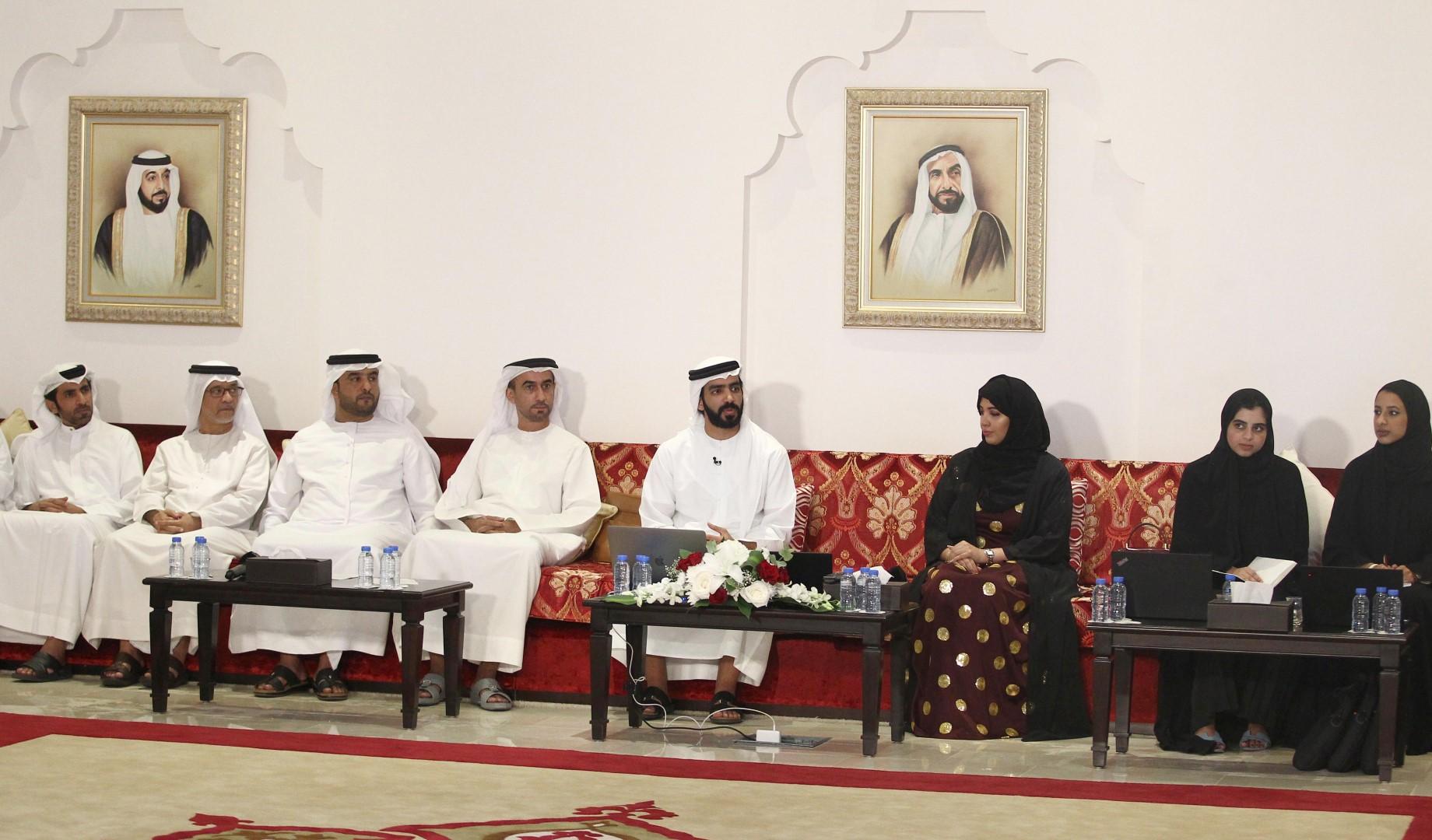 """""""جائزة أبوظبي"""" تحث أفراد المجتمع على ترشيح أشخاص قاموا بأعمال خيرة"""