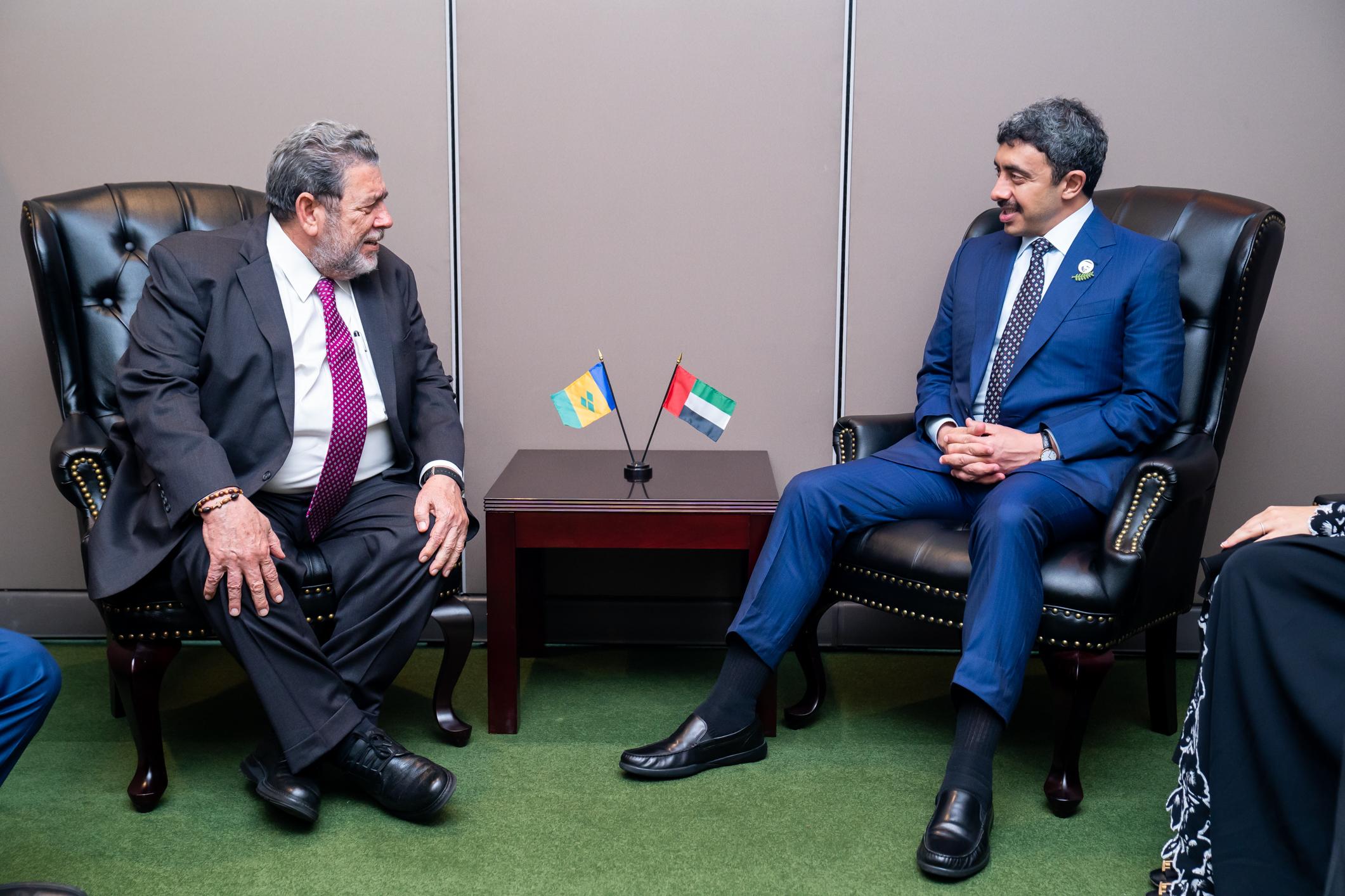 عبدالله بن زايد يلتقي رئيس وزراء سانت فنسنت وغرينادين