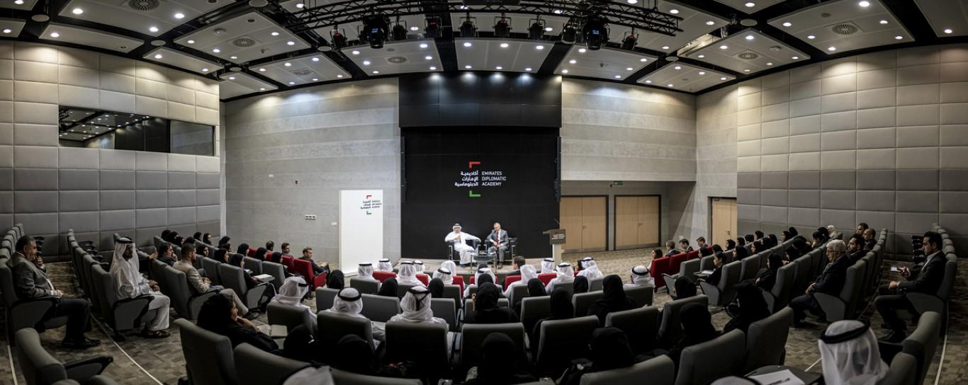 زكي نسيبة يلتقي طلبة أكاديمية الإمارات الدبلوماسية الجدد
