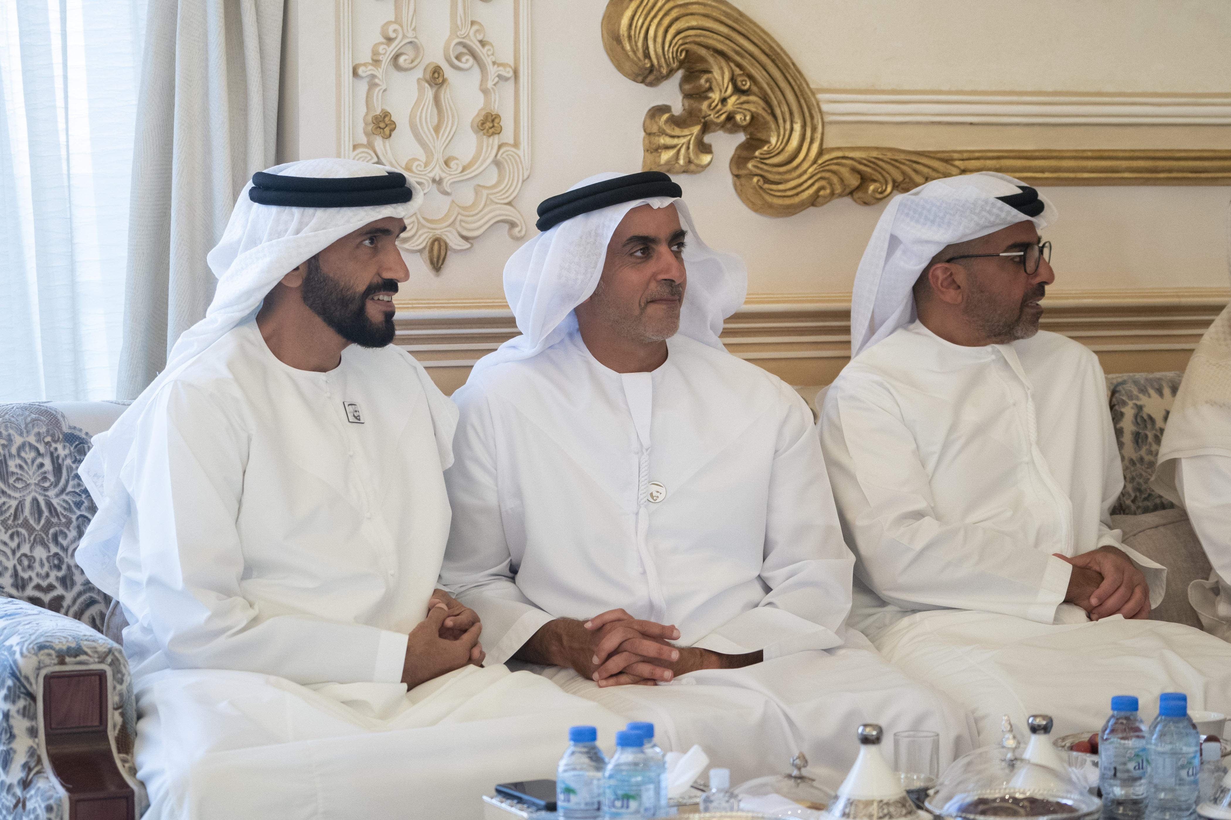 محمد بن زايد و وزير الطاقة السعودي يبحثان علاقات التعاون بين البلدين
