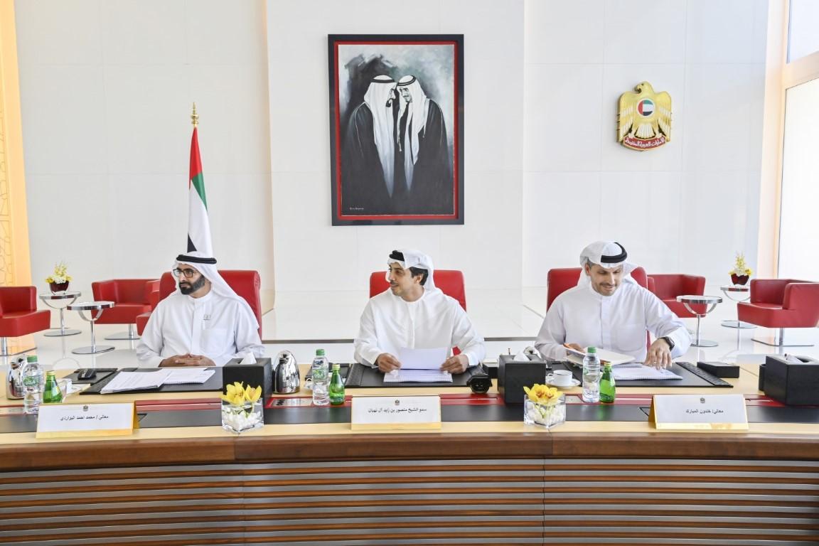 منصور بن زايد يترأس اجتماع اللجنة التنفيذية لمجلس إدارة شركة مبادلة للاستثمار