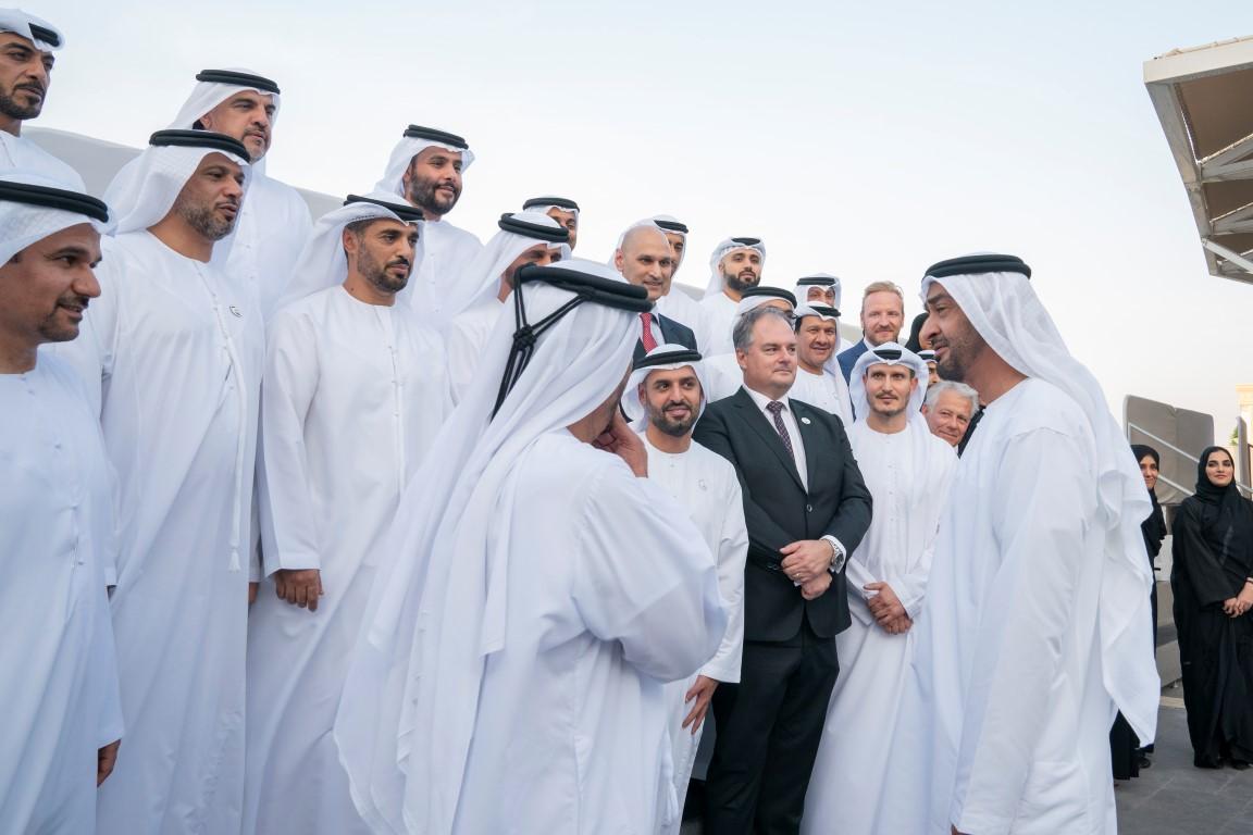 محمد بن زايد يستقبل وفد شركة مطارات أبوظبي