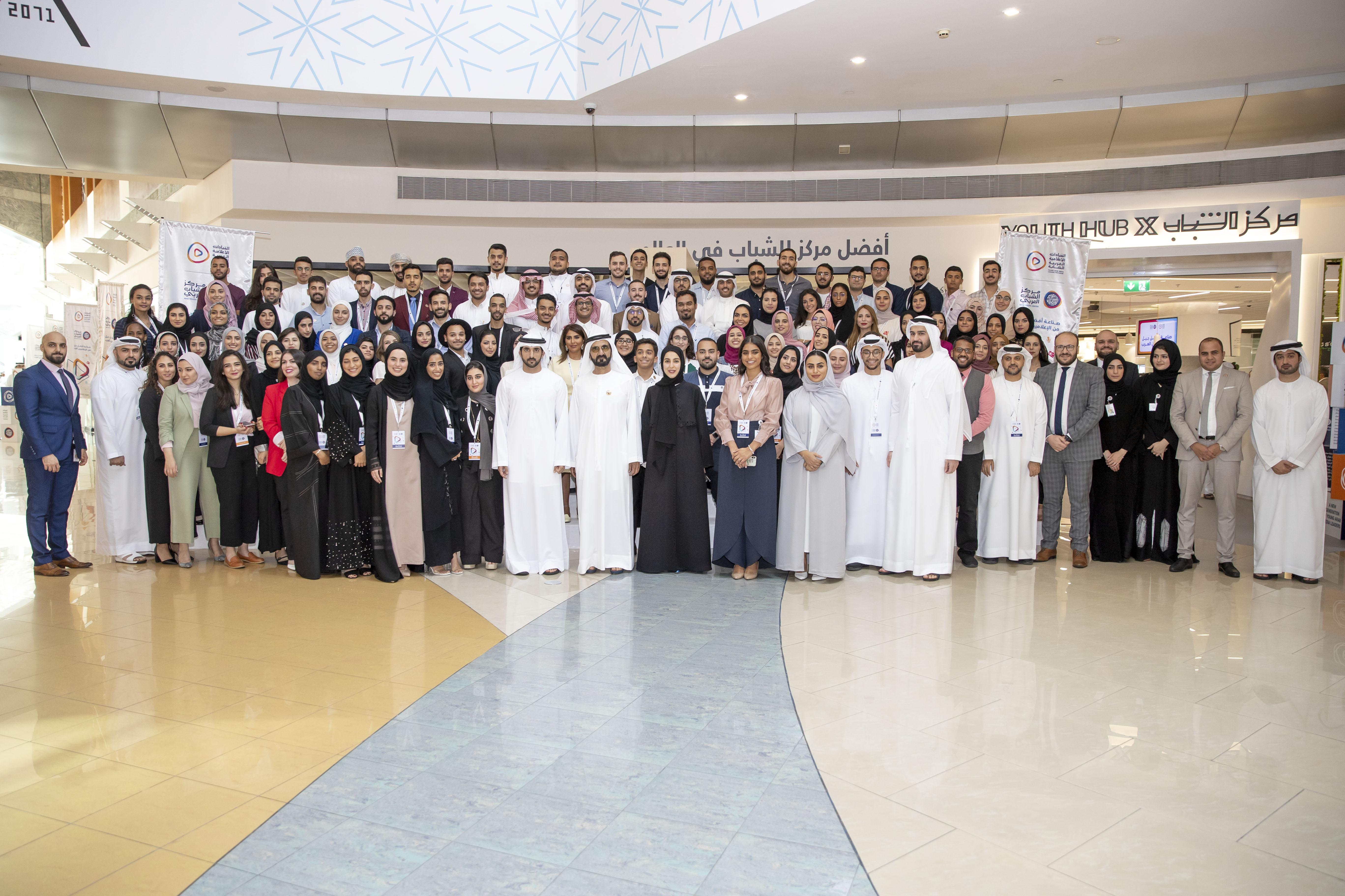 محمد بن راشد يلتقي المشاركين في الدورة الثالثة من برنامج القيادات الإعلامية العربية الشابة