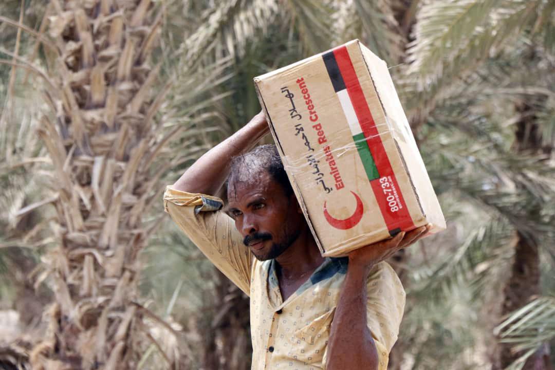 الإمارات تقدم مساعدات طارئة لناجين من مجزرة ارتكبها الحوثيون جنوب الحديدة