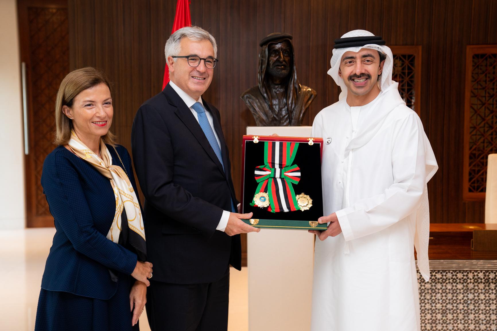 رئيس الدولة يمنح سفير إيطاليا وسام الاستقلال من الطبقة الأولى