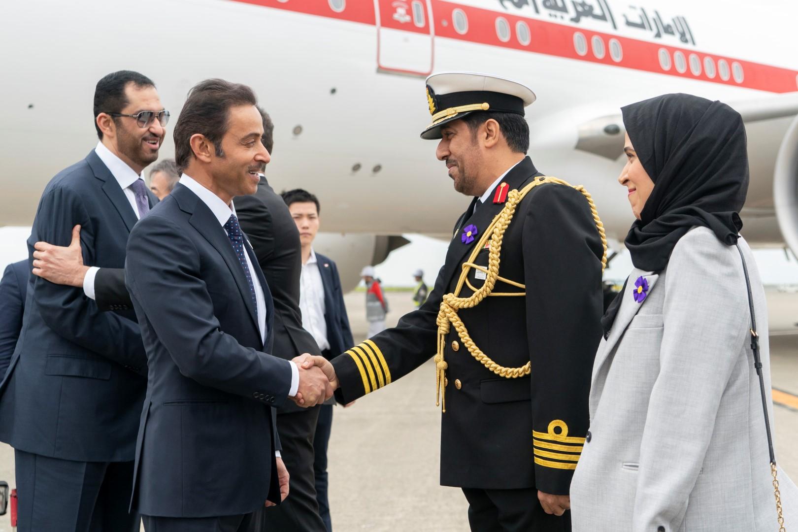 هزاع بن زايد يصل اليابان للمشاركة في حفل تنصيب الامبراطور