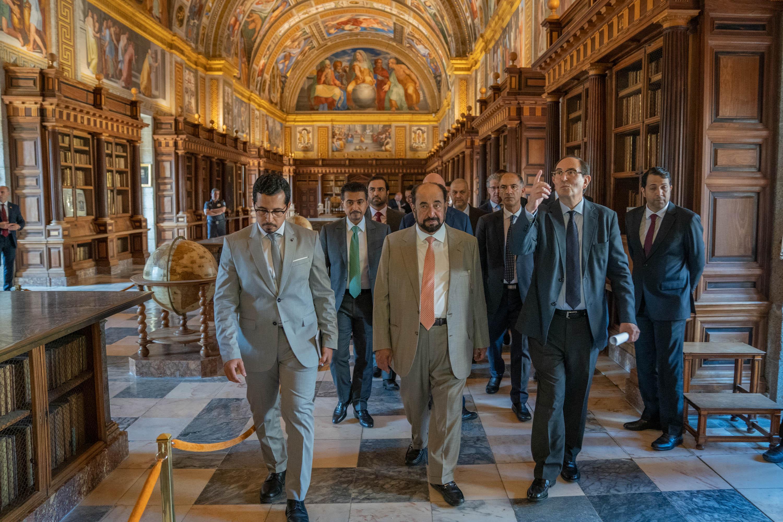 حاكم الشارقة يزور مكتبة الإسكوريال الإسبانية
