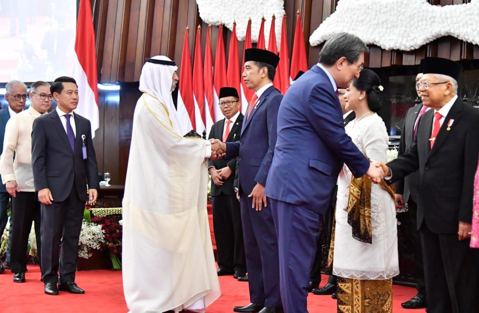 نهيان بن مبارك يترأس وفد الدولة المشارك في حفل تنصيب الرئيس الإندونيسي