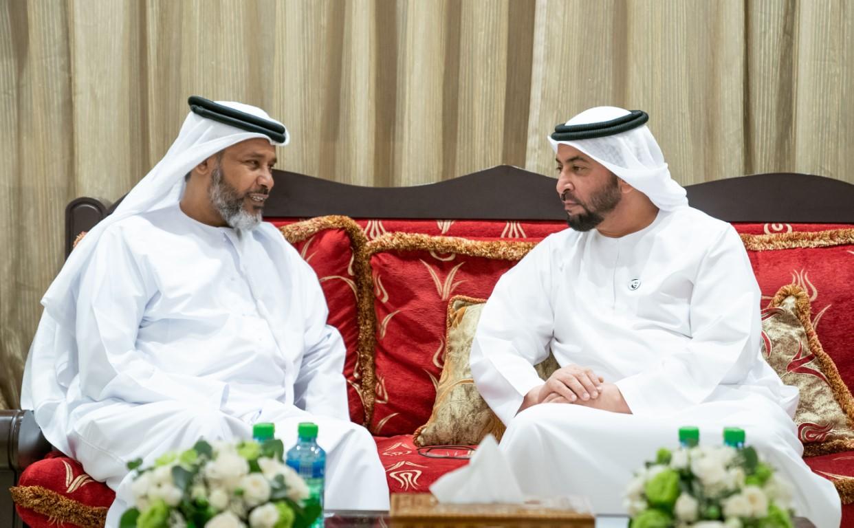 حمدان بن زايد يزور المواطن عبدالعزيز حسين أحمد