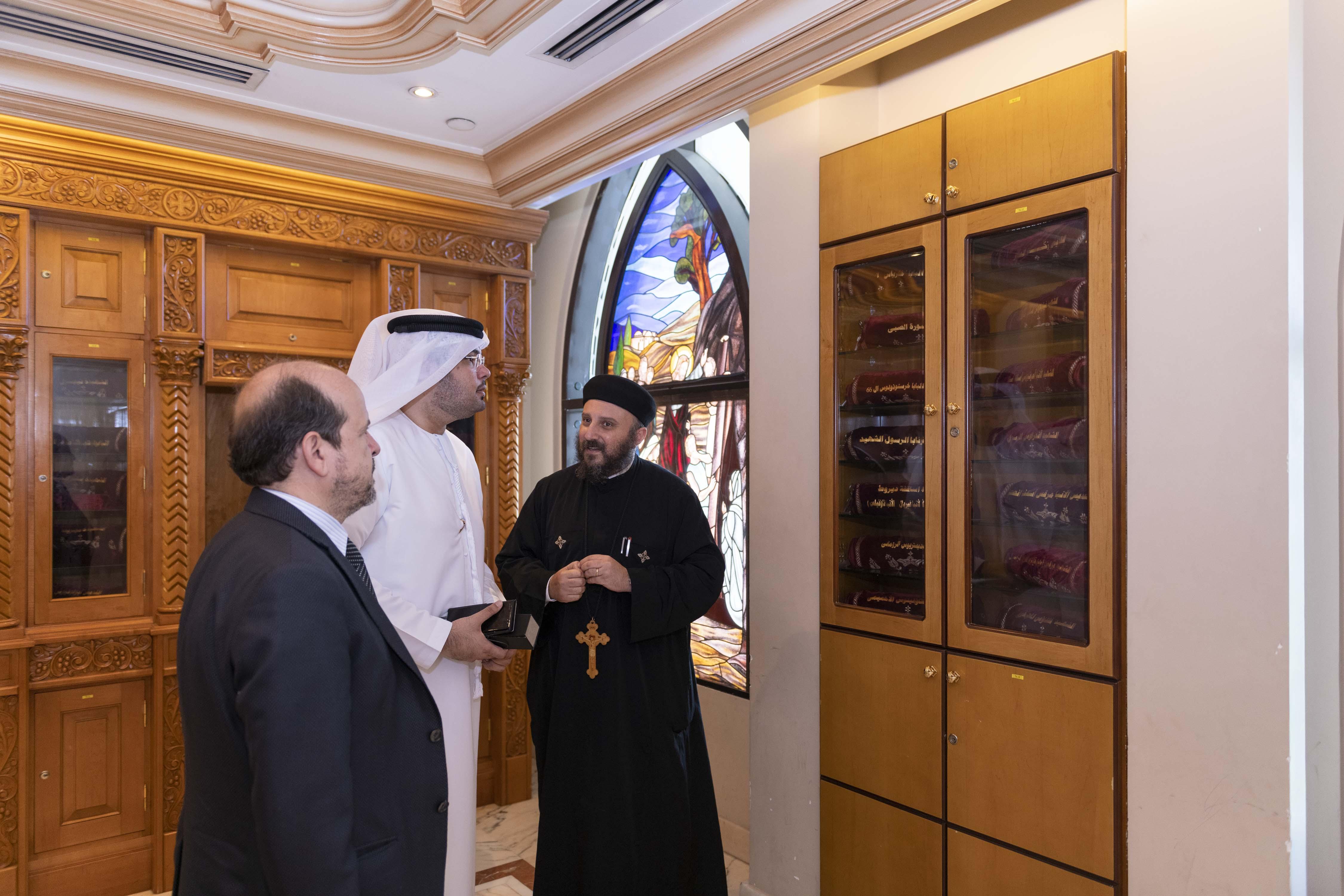 """""""تنمية المجتمع"""" تطلع على سير عمل دور العبادة القائمة في أبوظبي"""