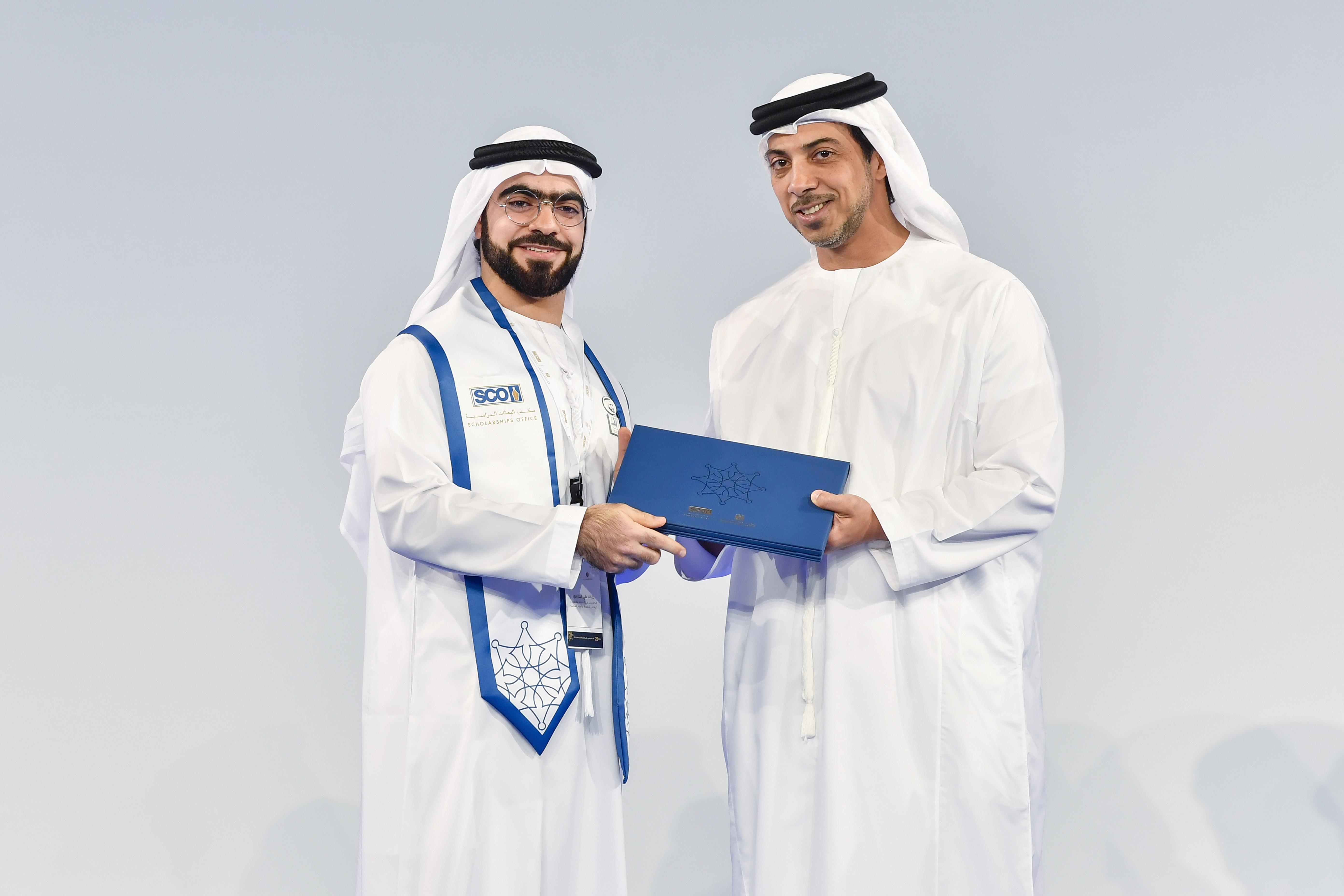 منصور بن زايد يشهد تخريج 90 طالبًا وطالبة من خريجي مكتب البعثات الدراسية